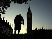 Socha Winstona Churchilla v poreferendové ráno.