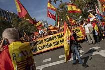 Zastánci jednotného Španělska pochodují Barcelonou 27. října 2019