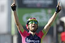 Diego Ulissi se raduje z etapového vítězství na Giro d'Italia.