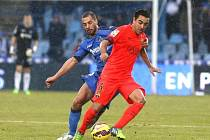 Xavi Hernández z Barcelony (vpravo) a Mehdi Lacen z Getafe.
