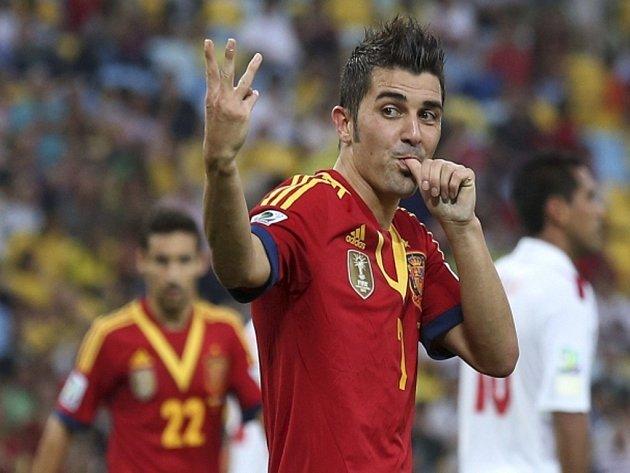 Střelec Španělska David Villa se raduje z hattricku proti Tahiti na Poháru FIFA.