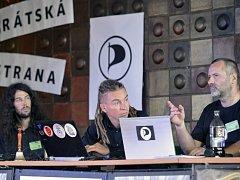 Mikuláš Ferjenčík, Ivan Bartoš a Ivo Vašíček z Pirátské strany