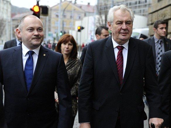 Prezident Miloš Zeman třídenní návštěvu Jihomoravského kraje. U budovy krajského úřadu ho přivítal hejtman Michal Hašek.