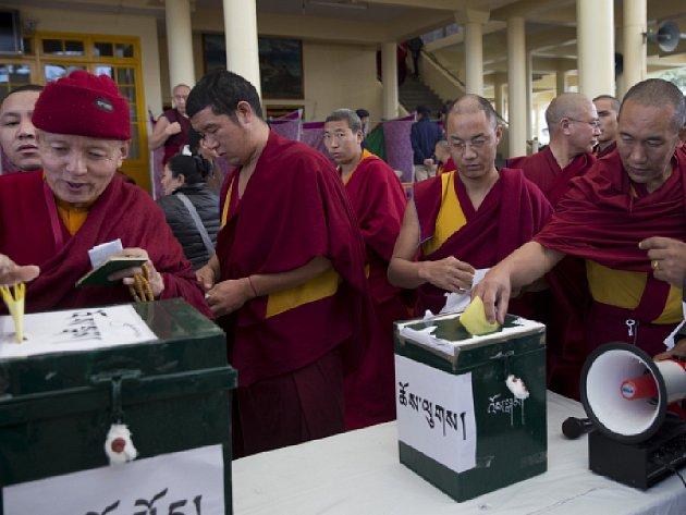 Desítky tisíc Tibeťanů žijících v exilu po celém světě dnes volí svého politického vůdce.