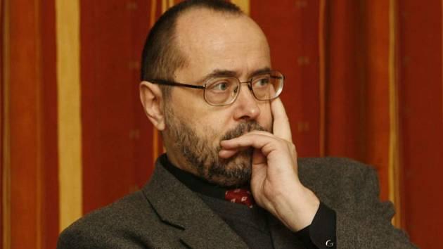 Ředitel Galerie hlavního města Prahy Karel Srp na tiskové konference.