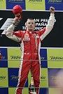 Kimi Räikkönen slaví vítěztsví ve Velké ceně Španělska.