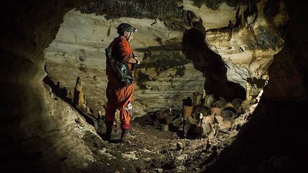 Průzkum jeskyně Balamkú pod mayským městem Chichén Itzá