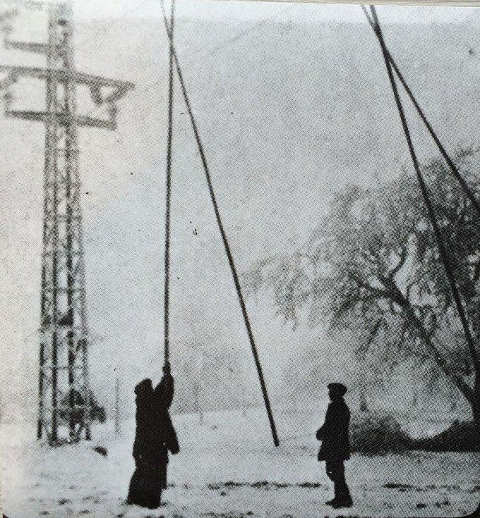 Oklepávání námrazy v roce 1985
