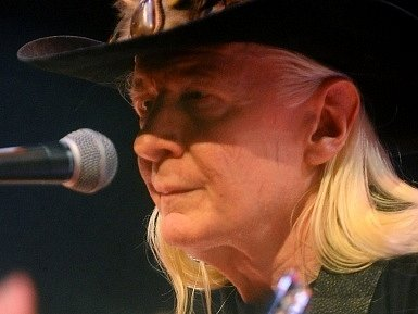 Americký bluesman Johnny Winter.