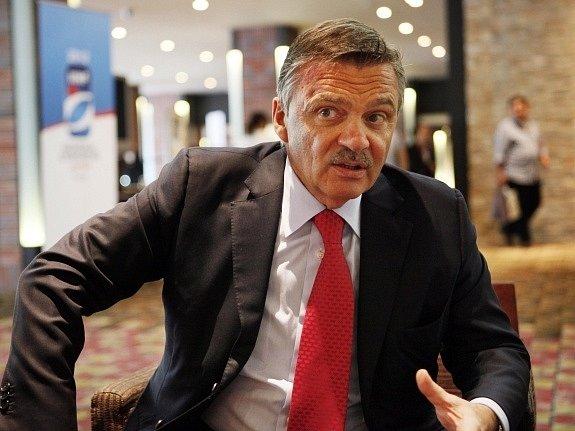 Šéf Mezinárodní hokejové federace René Fasel.