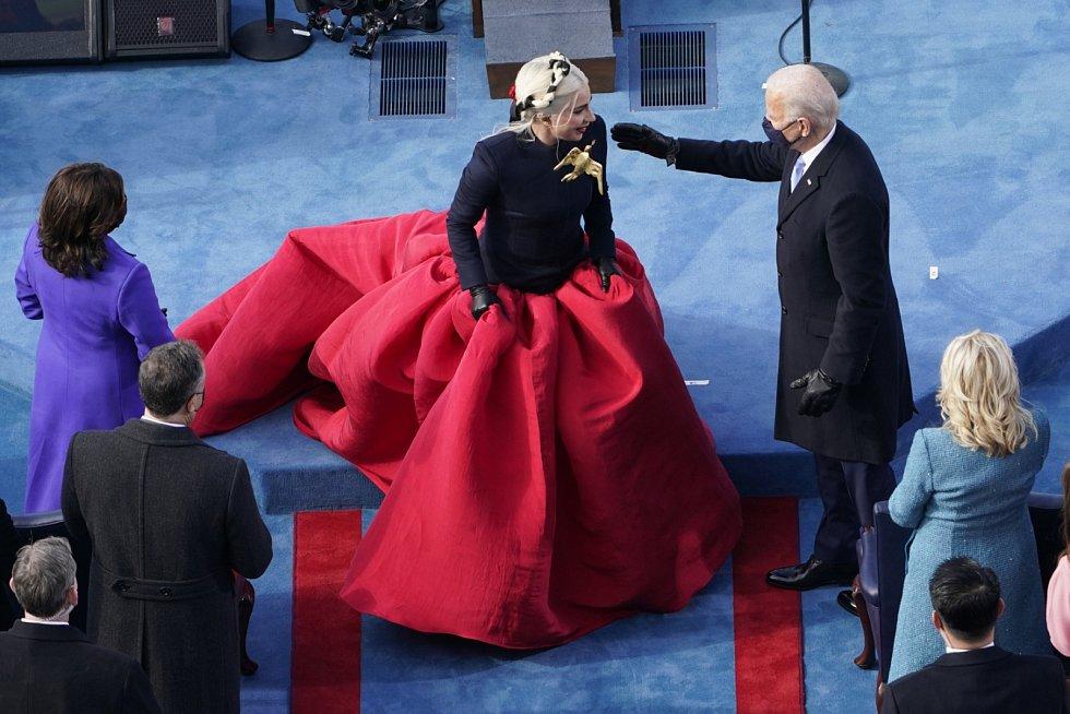 Lady Gaga na slavnosti spojené s  uvedením Joe Bidena do prezidentského úřadu.