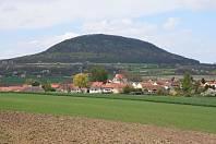 Památná hora Říp, na kterou podle pověsti vystoupil praotec Čech