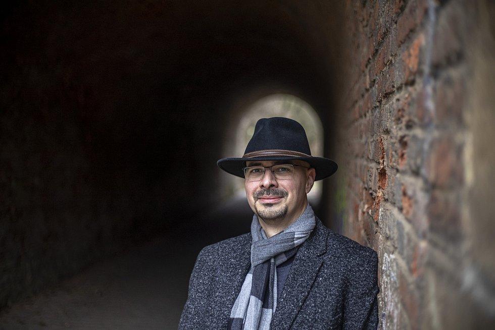 Psycholog Martin Zikmund při fotografování pro Deník
