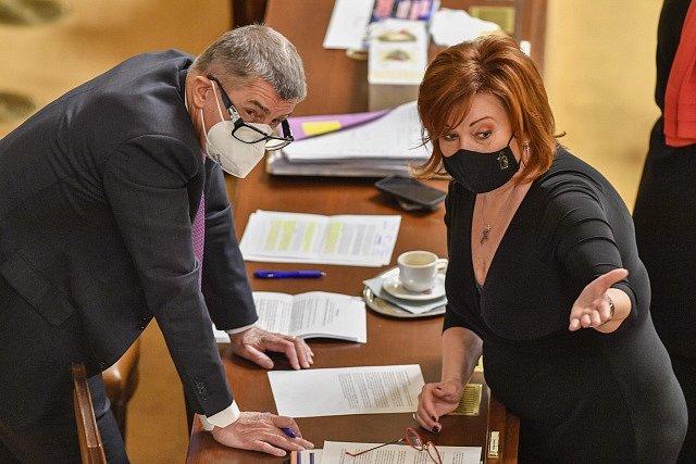 Premiér Andrej Babiš a ministryně financí Alena Schillerová 16. prosince 2020 v Praze na schůzi Poslanecké sněmovny.