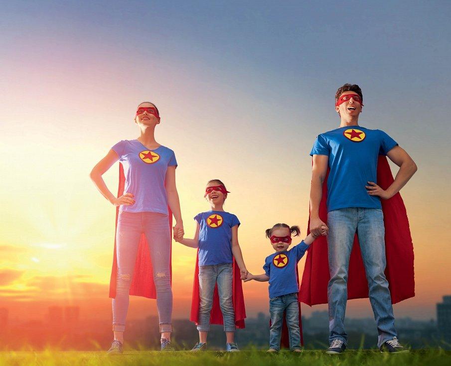 Koučují své děti jako profesionální manažeři, ani na okamžik z nich nespouštějí oči, motivují je ke špičkovým výkonům ve škole i ve sportu. Zkrátka neustále krouží kolem svých potomků jako helikoptéry.