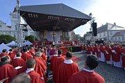 Zhruba 5500 lidí dnes dorazilo na Národní svatováclavskou pouť do Staré Boleslavi, kde byl před 1080 lety zavražděn kníže Václav. Odkaz světce a patrona země si připomněly davy poutníků na Mariánském náměstí při tradiční mši.