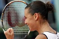 Italka Flavia Pennettaová slaví úvodní bod ve finále Fed Cupu proti USA.