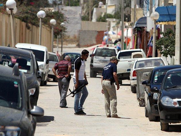 Tuniská policie zadržela 12 lidí, které spojuje s pátečním teroristickým útokem v letovisku v Súse.