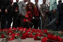 Ke středečnímu útoku v turecké metropoli Ankaře, při kterém zahynulo 28 lidí a dalších 60 bylo zraněno, se dnes přihlásila skupina Sokoli osvobození Kurdistánu (TAK).