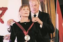 Proslulá operní pěvkyně a herečka se stala historicky druhou nositelkou ceny za unikátní přínos českému kulturnímu dědictví, kterou uděluje nadační fond Bohemian Heritage Fund významným osobnostem.