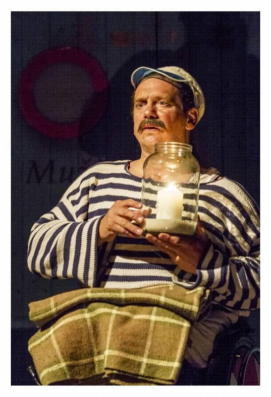 Jan Potměšil v divadelním představení.
