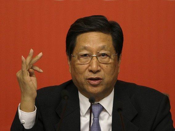 Čang se domnívá, že ho tak úřady chtějí donutit vzdát se publikování politických komentářů a zrušit pravidelné příspěvky, jež píše pro rozhlasovou stanici Deutsche Welle.