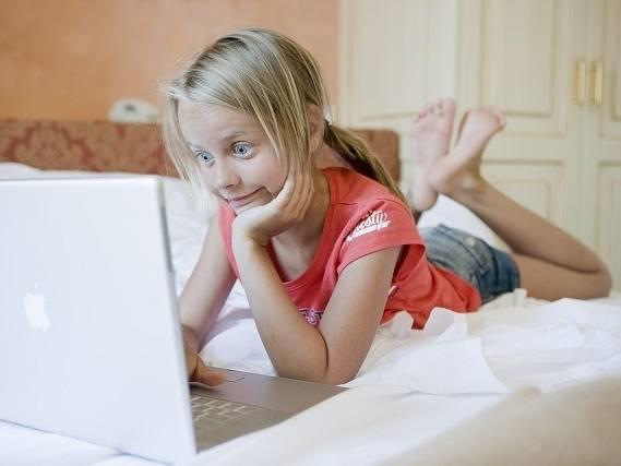 Rodiče často nevědí o rizicích internetu ani o tom, co jejich děti na sociálních sítích dělají.