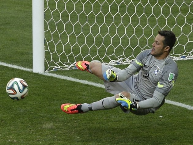 Hrdina. Brankář Brazílie Julio César zářil v penaltovém rozstřelu proti Chile.