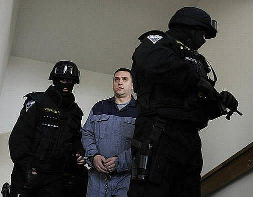 Pražský městský soud v pátek v další z kauz takzvaného Berdychova gangu uznal vinnými z trestné činnosti devět lidí.U sedmi z nich, včetně Davida Berdycha (na snímku), ale upustil od dalšího potrestání.