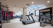 …i plně vybavené moderní fitness centrum…