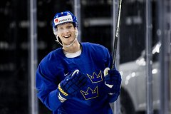 John Klingberg ze Švédska.