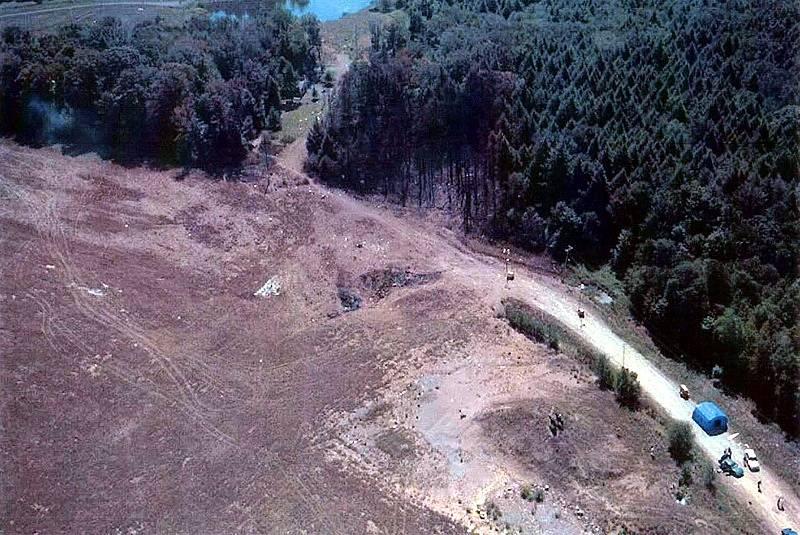 Místo dopadu letu 93 United Airlines. Tento let byl jedním ze čtyř unesených 11. září 2001. Cestující se vzepřeli únoscům, letadlo se zřítilo na pole v Pensylvánii.
