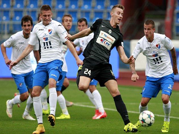 Fotbalisté Baníku (v bílém) proti Jablonci.