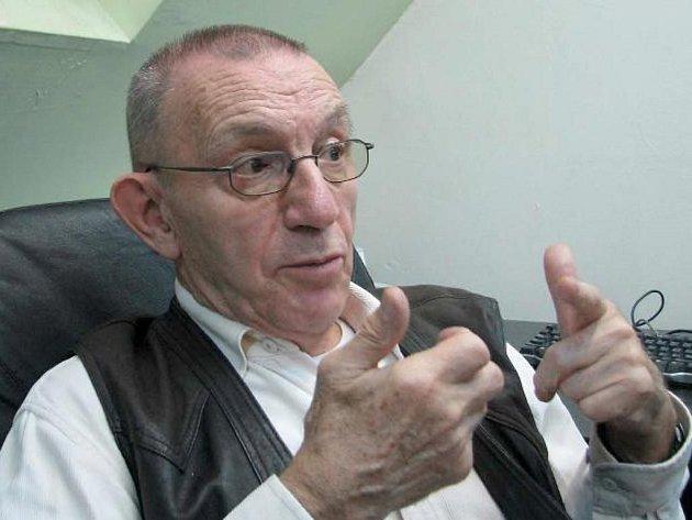 AUTOR PRVOTINY. V Povrlech u Ústí žijící Jaroslav Haidler vydal první román Jobova zvěst loni, v sedmdesáti pěti letech.