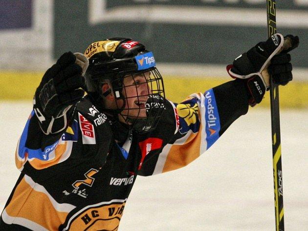 Kristian Reichel z Litvínova se raduje z vyrovnávacího gólu proti Vítkovicím.
