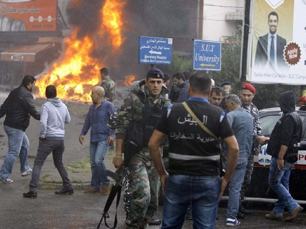 V uprchlickém táboře pro palestinské uprchlíky u libanonského přístavu Sajdá dnes zemřel při pumovém útoku zástupce palestinské strany Fatah. Bomba, která ho zabila, vybuchla v automobilu.