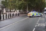 Poblíž londýnského ministerstva obrany se nachází podezřelý balíček.