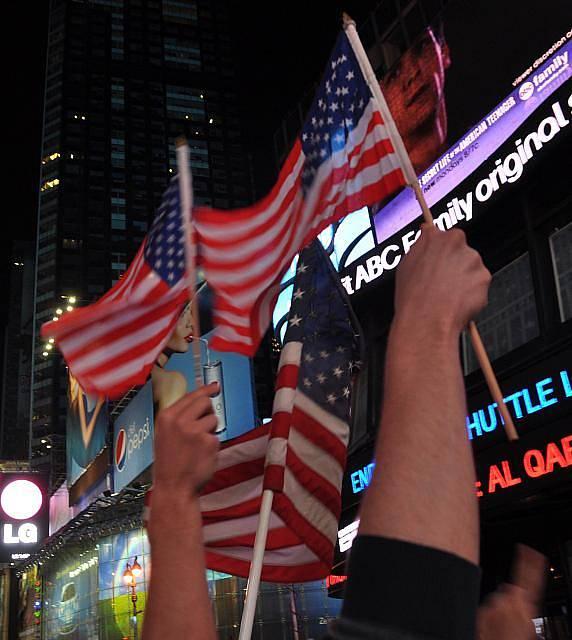 Newyorčané oslavovali 2. května na náměstí Times Square smrt nejhledanějšího teroristy světa Usámy bin Ládina.