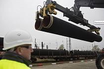 Konsorcium vedené Gazpromem již hromadí potrubí pro Nord Stream 2 v Mukranu na ostrově Rujána.