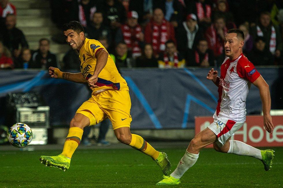 Fotbalový zápas skupiny F (liga mistrů), SK Slavia Praha - FC Barcelona, 23. října 2019 v Praze. Na snímku zleva Louis Suaréz, Josef Hušbauer.
