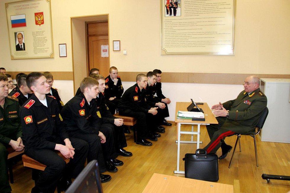 Ruský generál Nikolaj Fedorovič Tkačov se studenty.