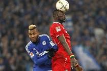 Schalke - Hannover: Eric Maxim Choupo-Moting a Salif Sane