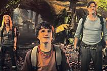 Ve středu knížky. Anita Briemová, Josh Hutcherson a Brendan Fraser se propadli přesně do toho světa, o kterém Jules Verne napsal román.