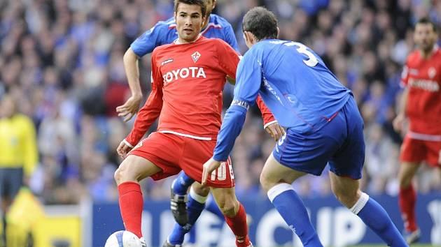 První semifinálový zápas Poháru UEFA mezi Rangers a Fiorentinou.