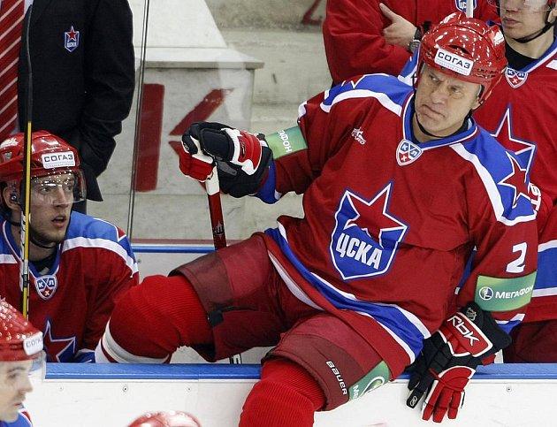 Ruská hokejová legenda Vjačeslav Fetisov si zahrála zápas i v jednapadesáti letech.