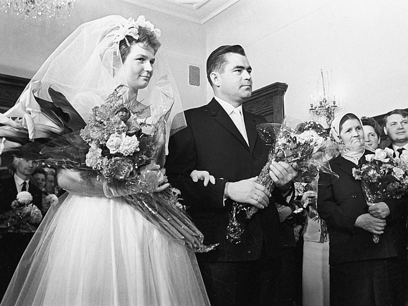 Svatba dvou kosmonautů - Valentiny Tereškovové a Andriyana Nikolayeva. Jejich dcera se stala prvním člověkem, jehož oba rodiče pobývali ve vesmíru.