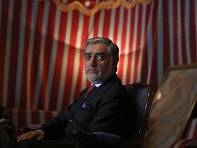 Největší šanci stát se novým afghánským prezidentem má zatím bývalý ministr zahraničí Abdulláh Abdulláh.