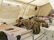 Epidemii cholery způsobila Velká Británie, tvrdí ministr pro informace Sikhanyiso Ndlovu. Cholera si od srpna  vyžádala v Zimbabwe přes pět set mrtvých a 12 tisíc nakažených. Snímek z kliniky v Harare.