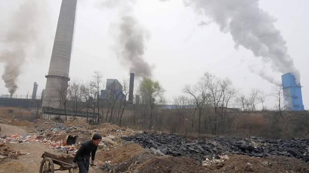 Prudký rozvoj průmyslu nez jakýchkoli omezení vede v Číně k obrovskému nárůstu emisí skleníkových plynů.