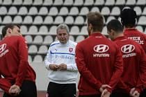Dočasný trenér fotbalové reprezentace Josef Pešice připravuje hráče na závěrečná utkání kvalifikace MS.